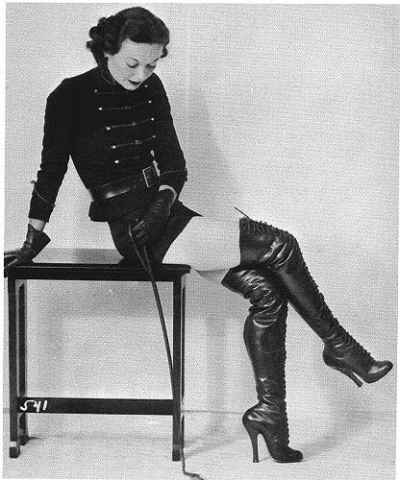 Vintage domme in leather boots