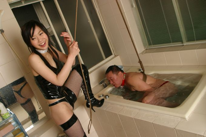 Bondage and breathplay in bath